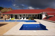 Location villa piscine et vue mer - Vue d'ensemble