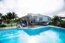 MQVA01 Location villa Martinique au Vauclin - Extérieur villa et piscine à débordement