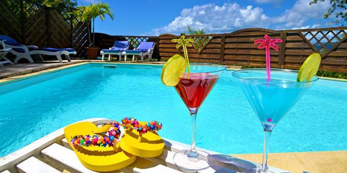 Anoli Village Martinique - Vue sur le rocher du Diamant depuis la piscine