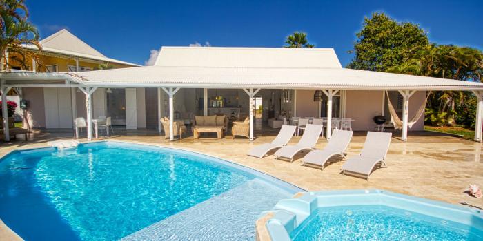 A louer villa Magar à Gosier en Guadeloupe villa 5 chambres pour 10 personnes avec piscine et vue mer