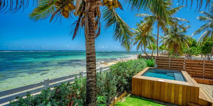 Location villa 4 chambres 8 personnes avec piscine vue mer et pieds dans l'eau - villa poema