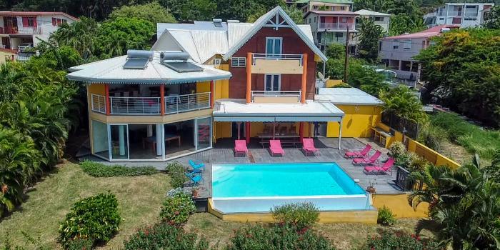 Location de villa 5 chambres 10 personnes avec piscine vue mer et accés mer à Pointe Noire en Guadeloupe