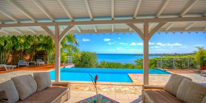 Location villa Martinique - Piscine et vue mer