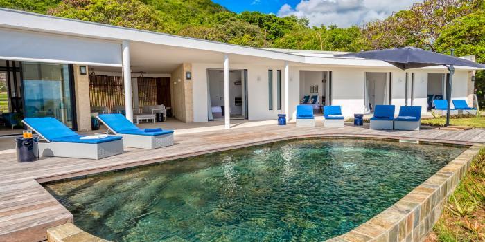Location villa de luxe en Martinique avec vue mer sur le rocher du Diamant