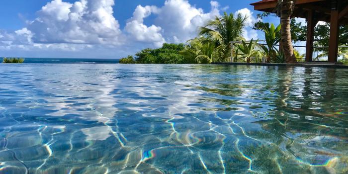 Location villa de luxe piscine vue mer piscine à débordement