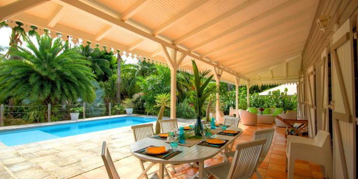 Villa de standing avec grande piscine proche plage au Cap Est Martinique