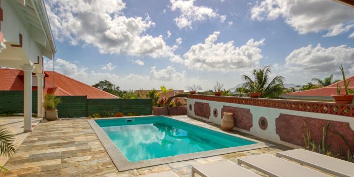 Location villa luxe Martinique - Piscine et vue mer