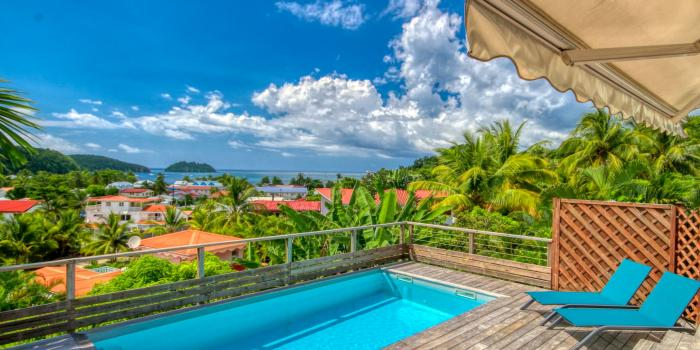 villa de standing piscine Trois Ilets Vue mer Terrasse
