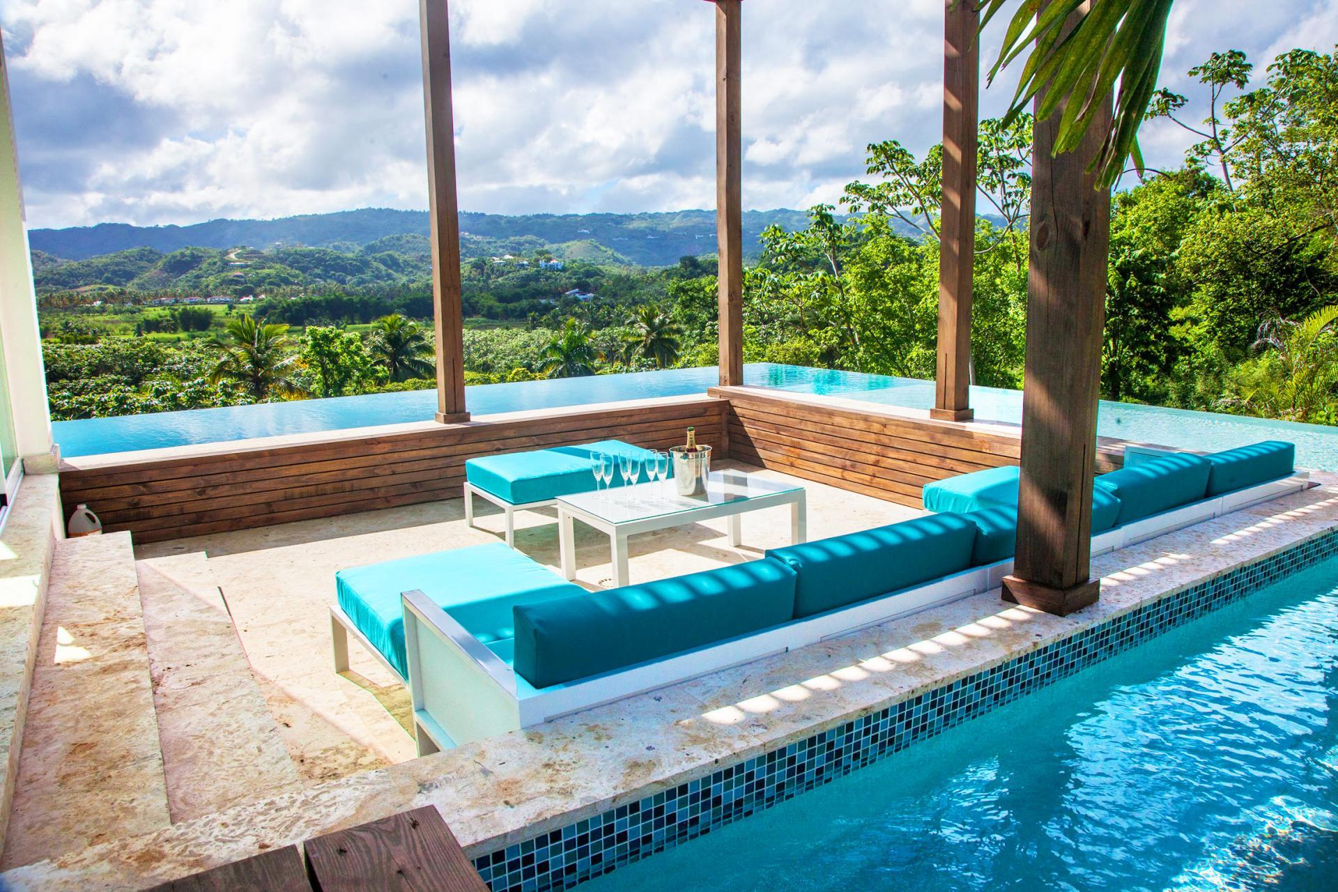 Location villa Las Terrenas - Le salon extérieur et la piscine