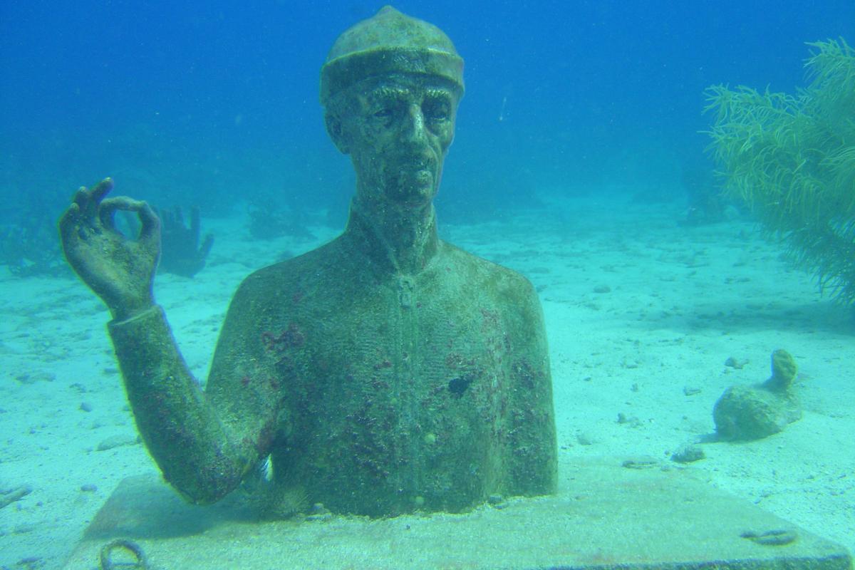 Plage de Malendure et le commandant Cousteau