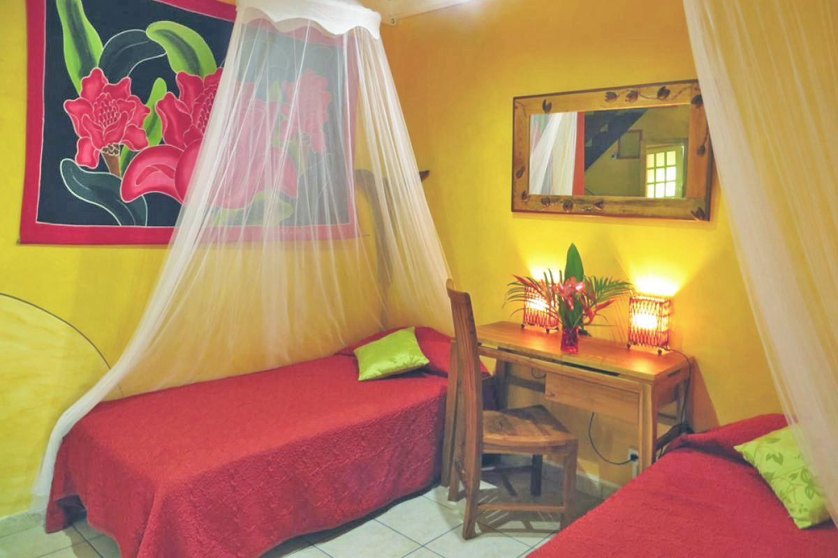 Photo Caraïb' Bay Hotel - Hotel de charme Guadeloupe - Bungalow Duplex Chambre du bas