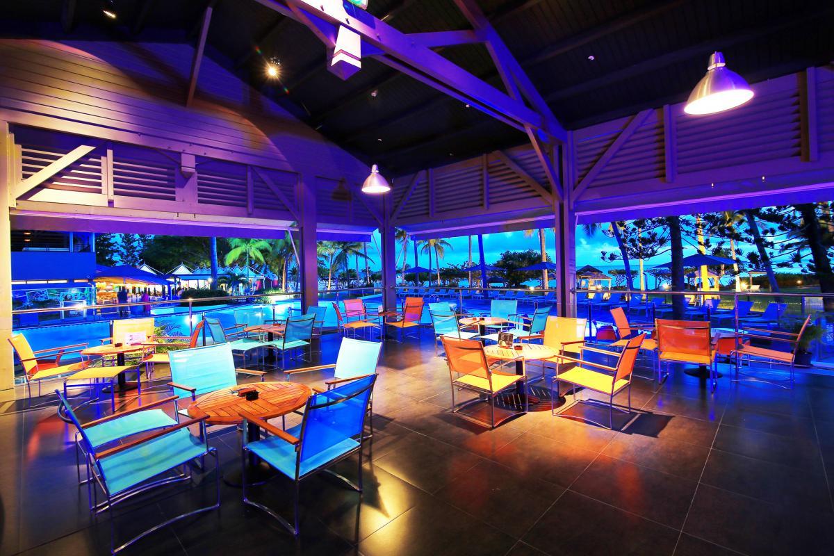 Residence Mahogany - espace bar de nuit
