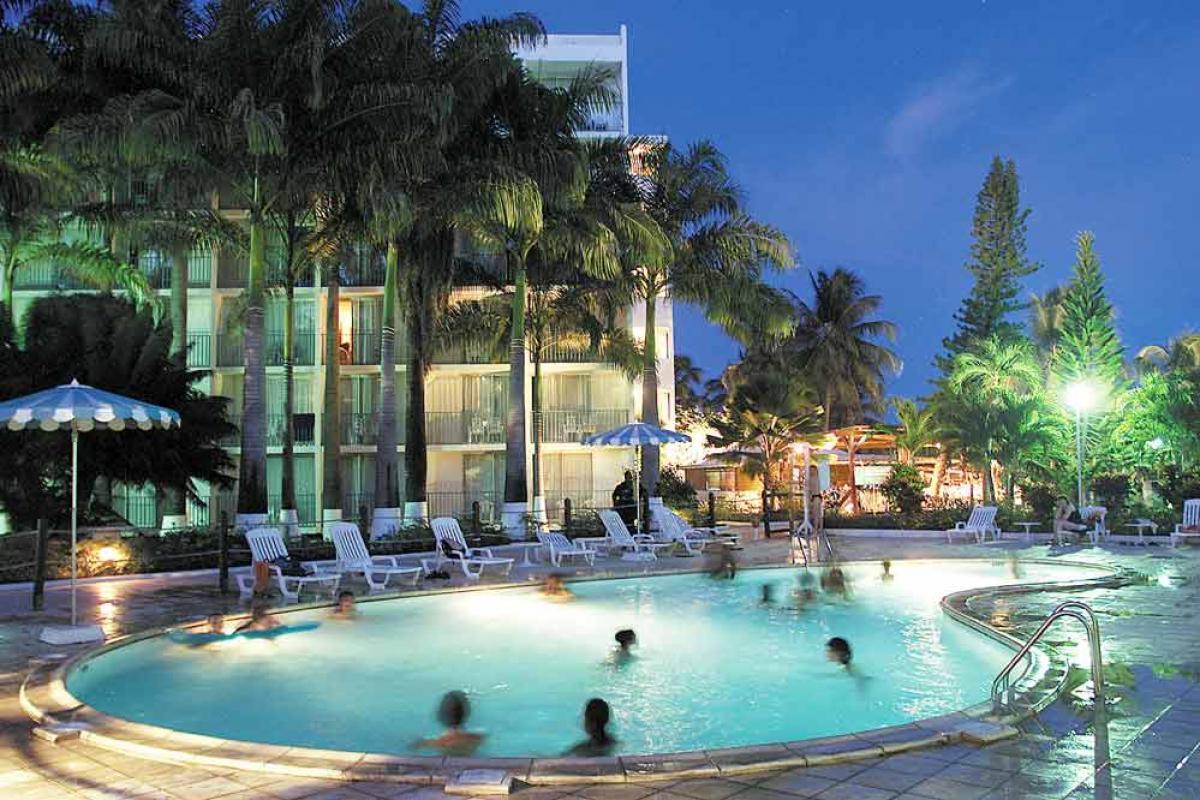 Hotel Salako - La piscine de nuit
