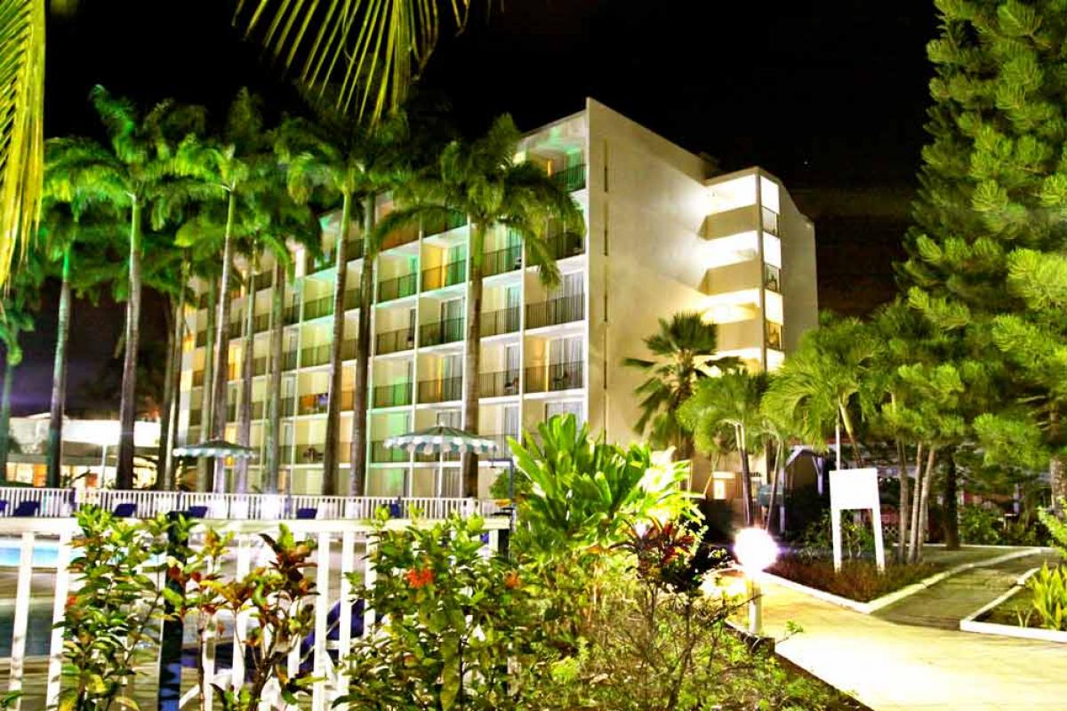 Hotel Salako - Vue d'ensemble de nuit