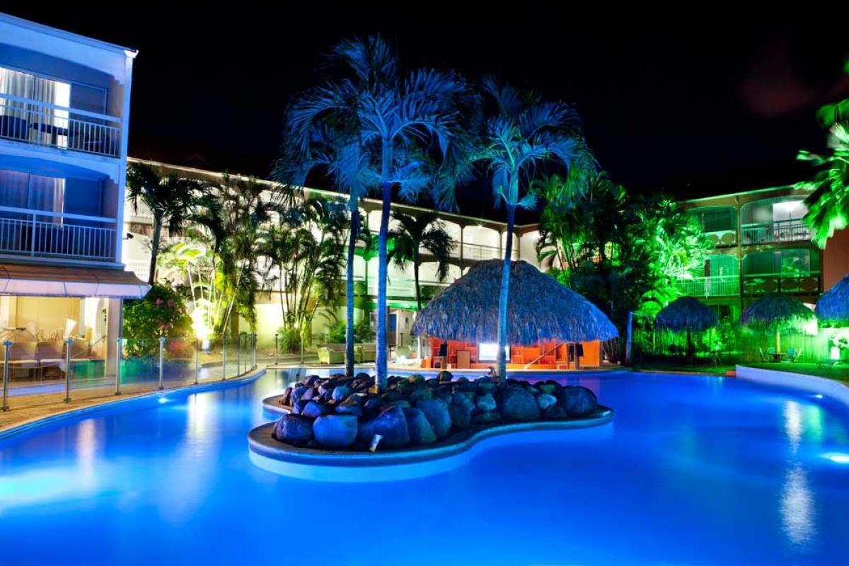 Hôtel Martinique - Piscine vue de nuit
