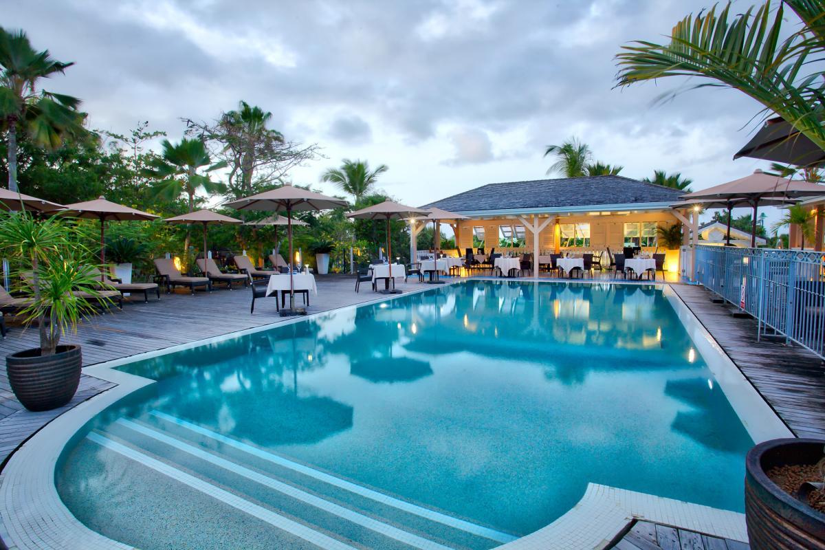 Hôtel La Plantation - Vue de nuit piscine