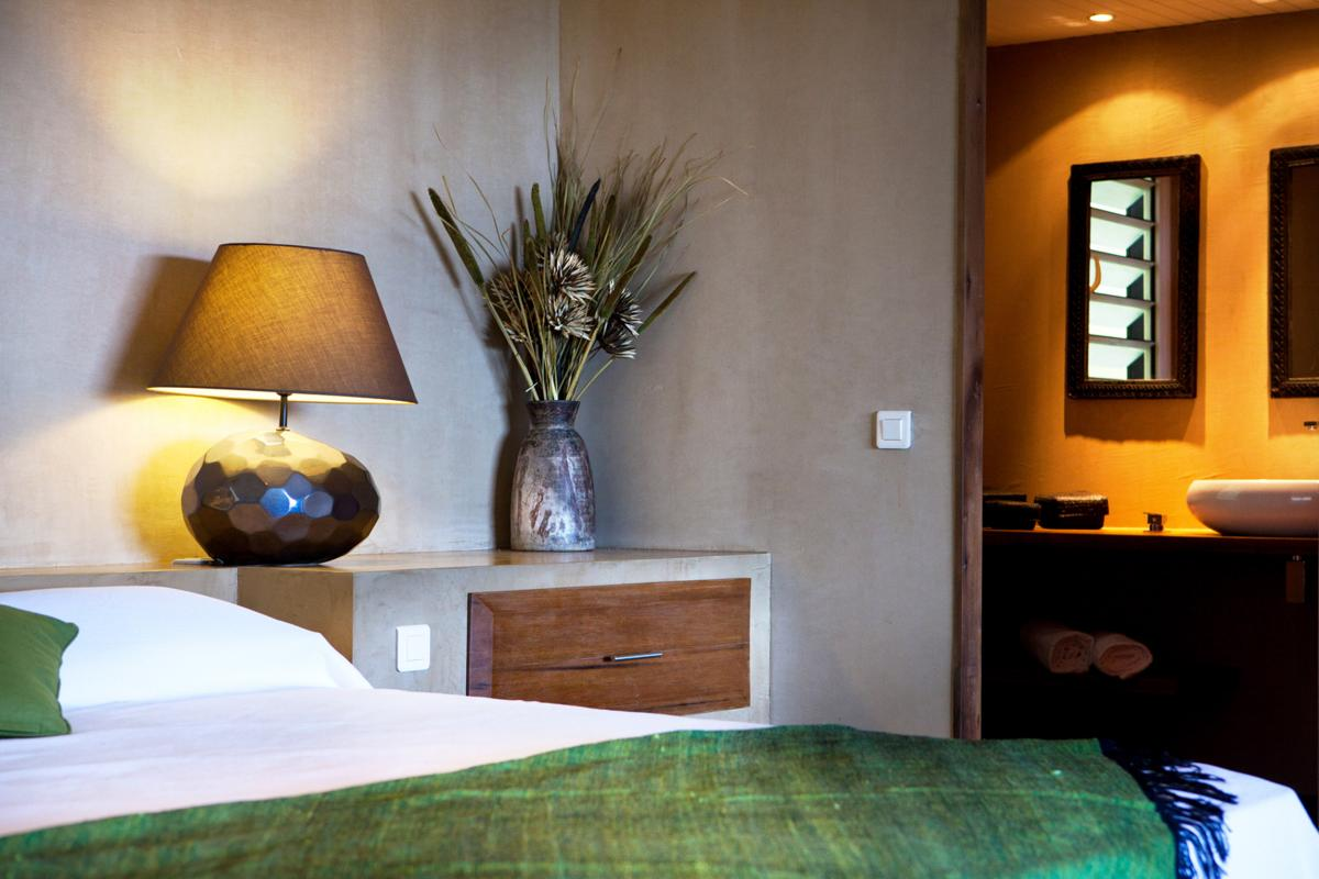 Hotel Karibuni Lodge - Lit King Size et salle de douche Suite deluxe