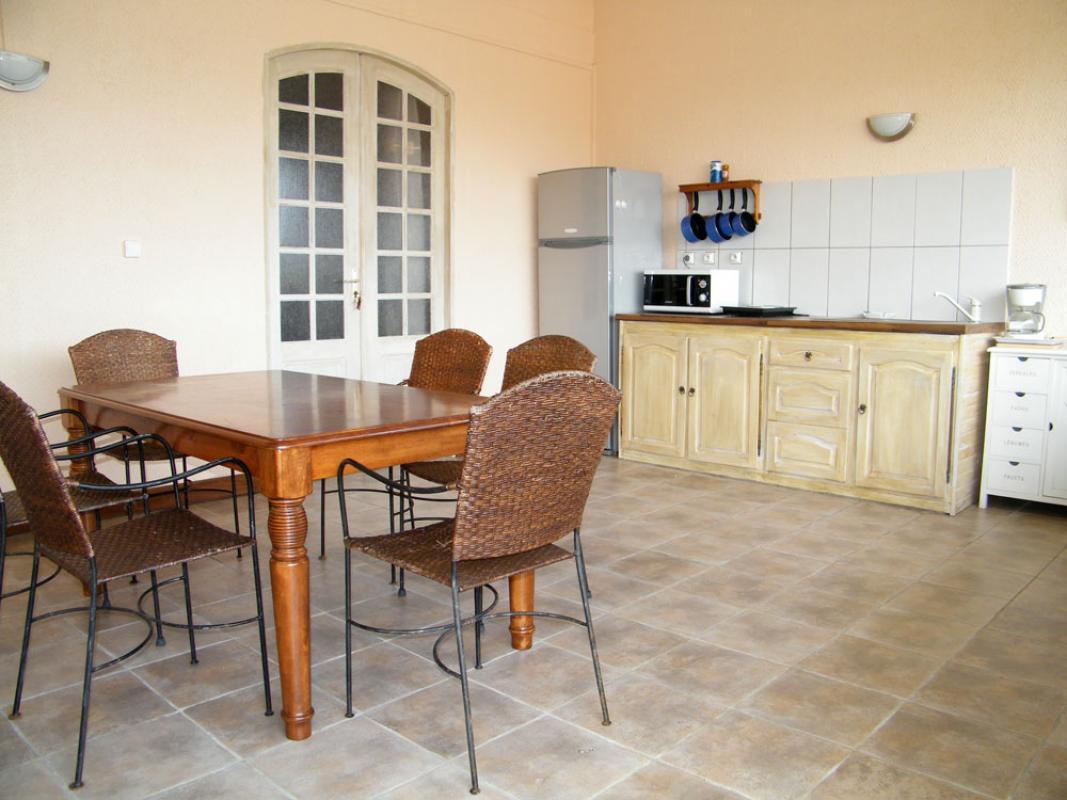F4 - Terrasse et cuisine