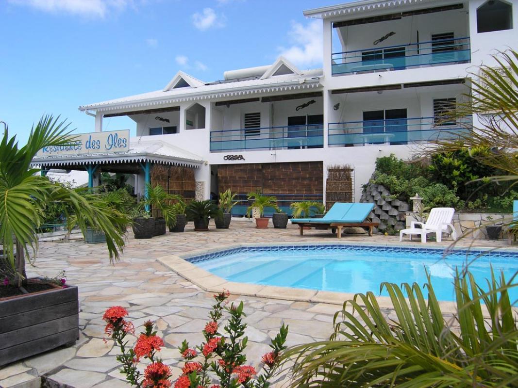 L'accueil de la résidence face à la piscine