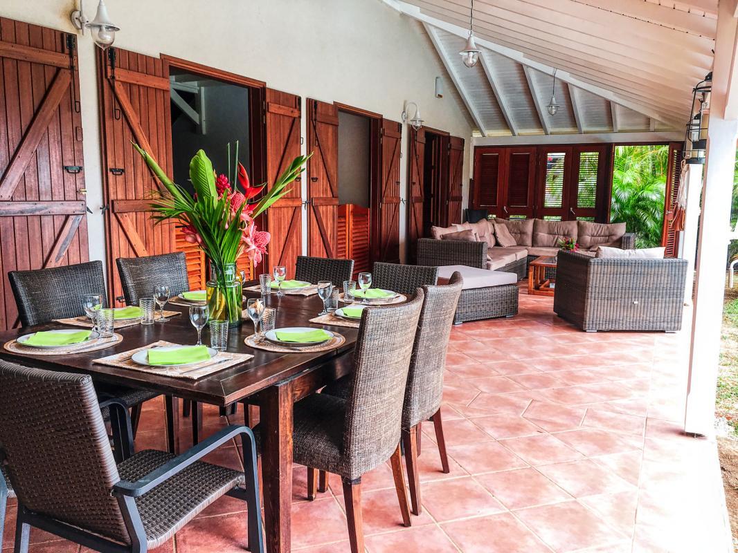 A louer à Deshaies en Guadeloupe villa 3 chambres pour 6 personnes avec piscine et vue mer - Plage à 500m