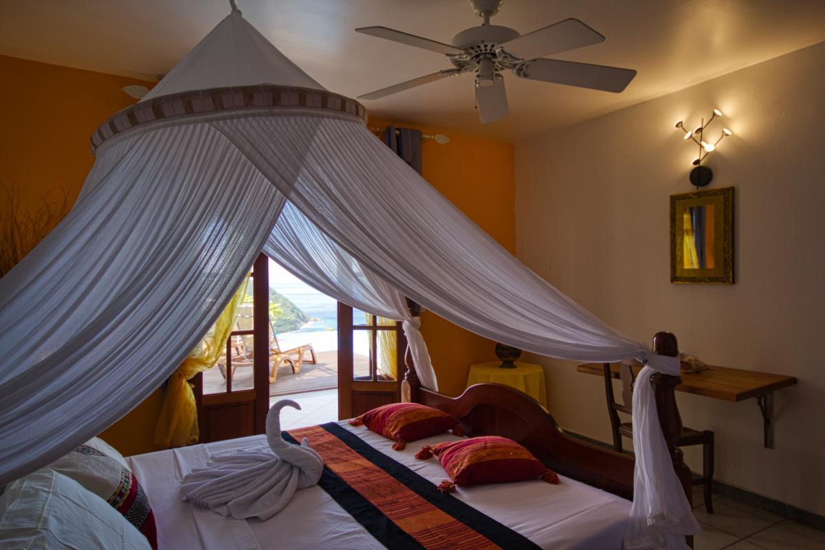 Location villa 3 chambres 6 personnes Deshaies Guadeloupe avec piscine et vue mer extraordinaire