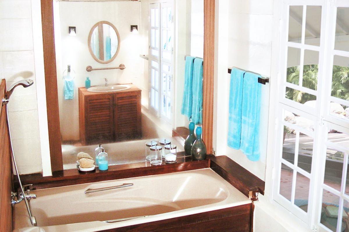 Location villa 100m de la plage - La salle de bain