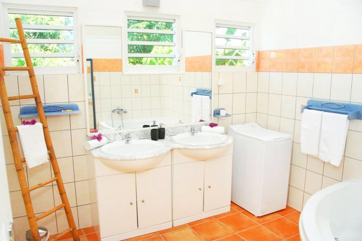 Location villa 100m de la plage - Salle de bain Mangotine