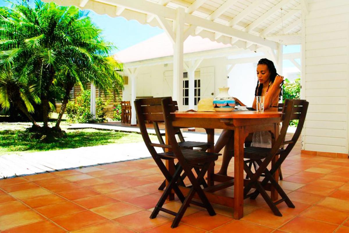 Location villa 100m de la plage - Terrasse Mangotine