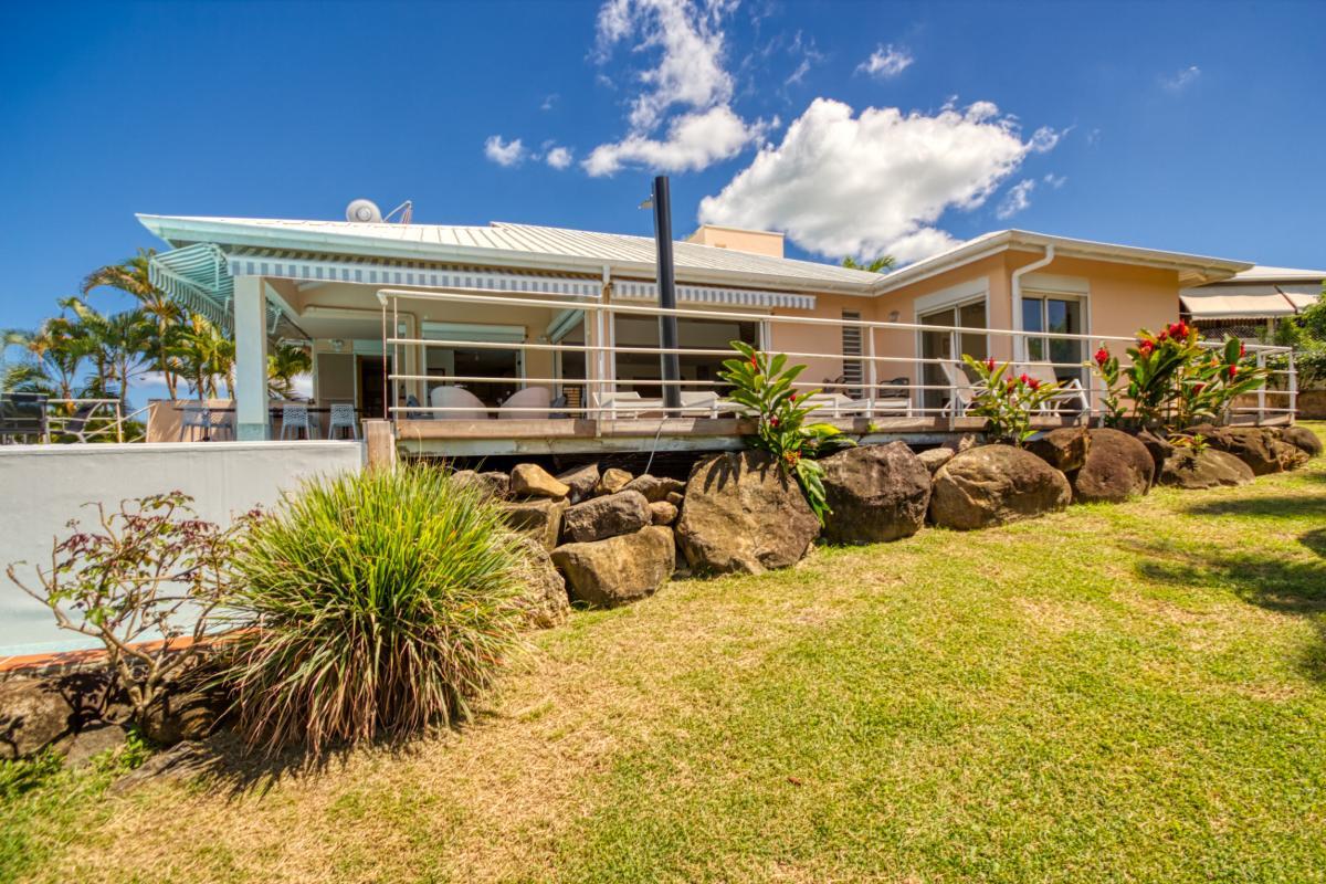 Location villa de standing vue mer à Deshaies proximité plage pour 12 personnes