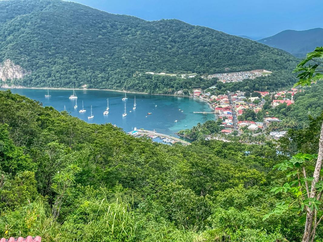 Location villa 2 chambres 6 personnes vue mer à Deshaies en Guadeloupe Jardin des Colibris