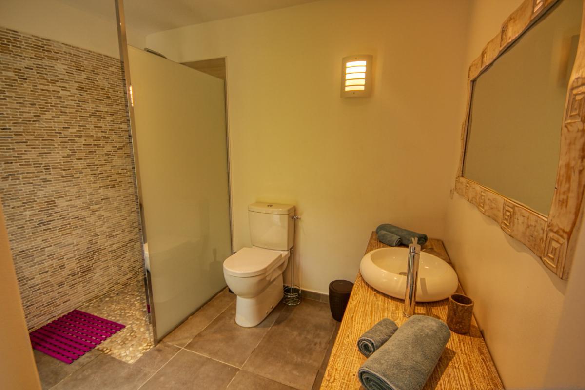 Villa à louer en Guadeloupe piscine et vue mer - Chambre 1 Salle de douche