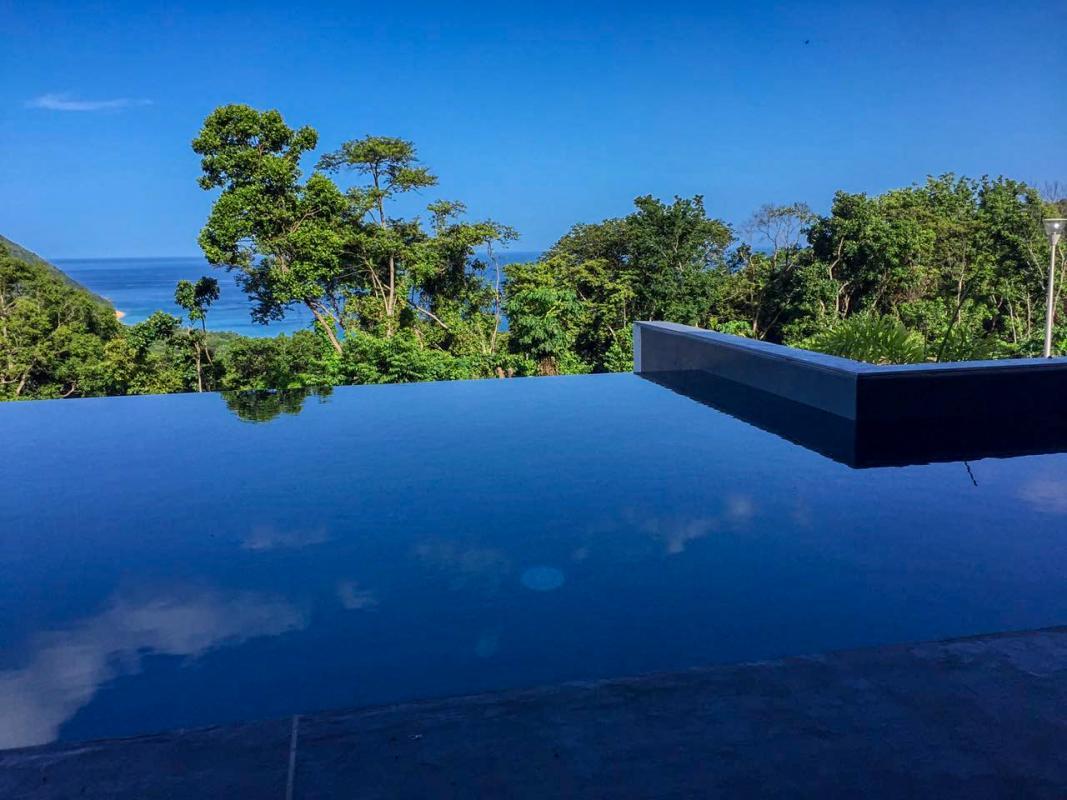 Villa à louer en Guadeloupe piscine et vue mer - Vue d'ensemble
