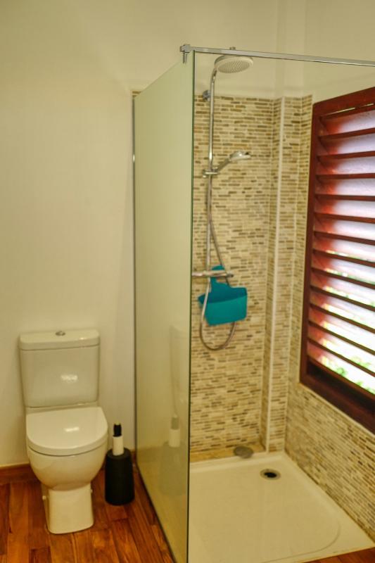 Villa à louer en Guadeloupe piscine et vue sur la mer - Bungalow Salle de douche