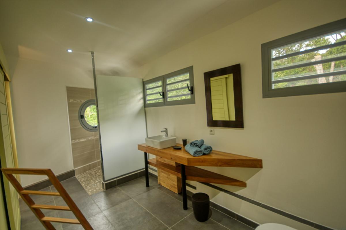 Villa à louer en Guadeloupe piscine et vue sur la mer - Chambre 3 Salle de douche