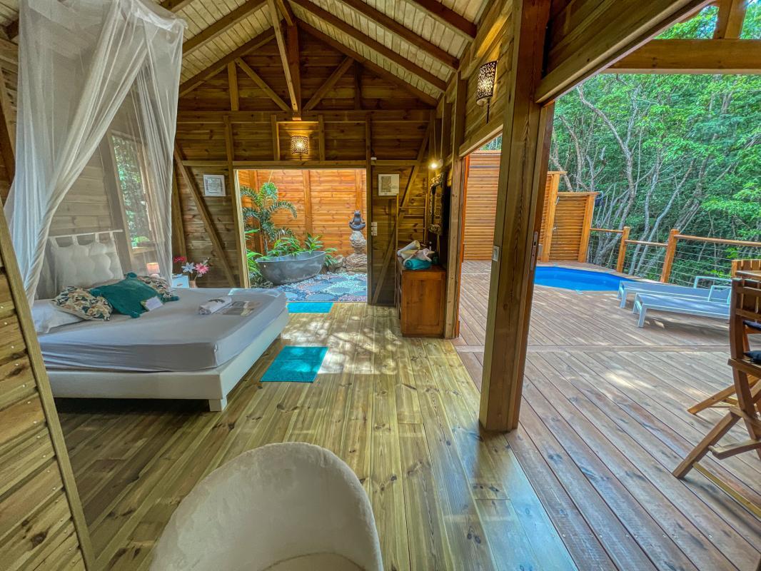 Location jungle lodge pour 4 personnes avec piscine au jardin des colibris deshaies en guadeloupe