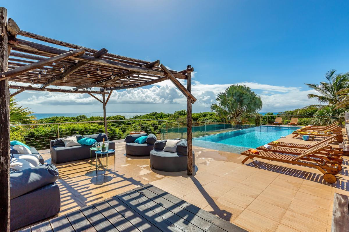Cette récente villa de standing est idéalement située pour passer de belles vacances en Guadeloupe, en famille ou entre amis !!!