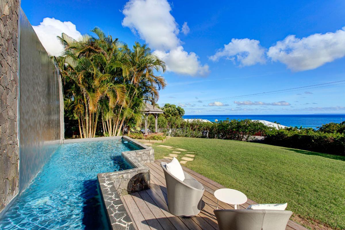 Villa de prestige vue mer avec piscine en Guadeloupe - Débordement et Jardin