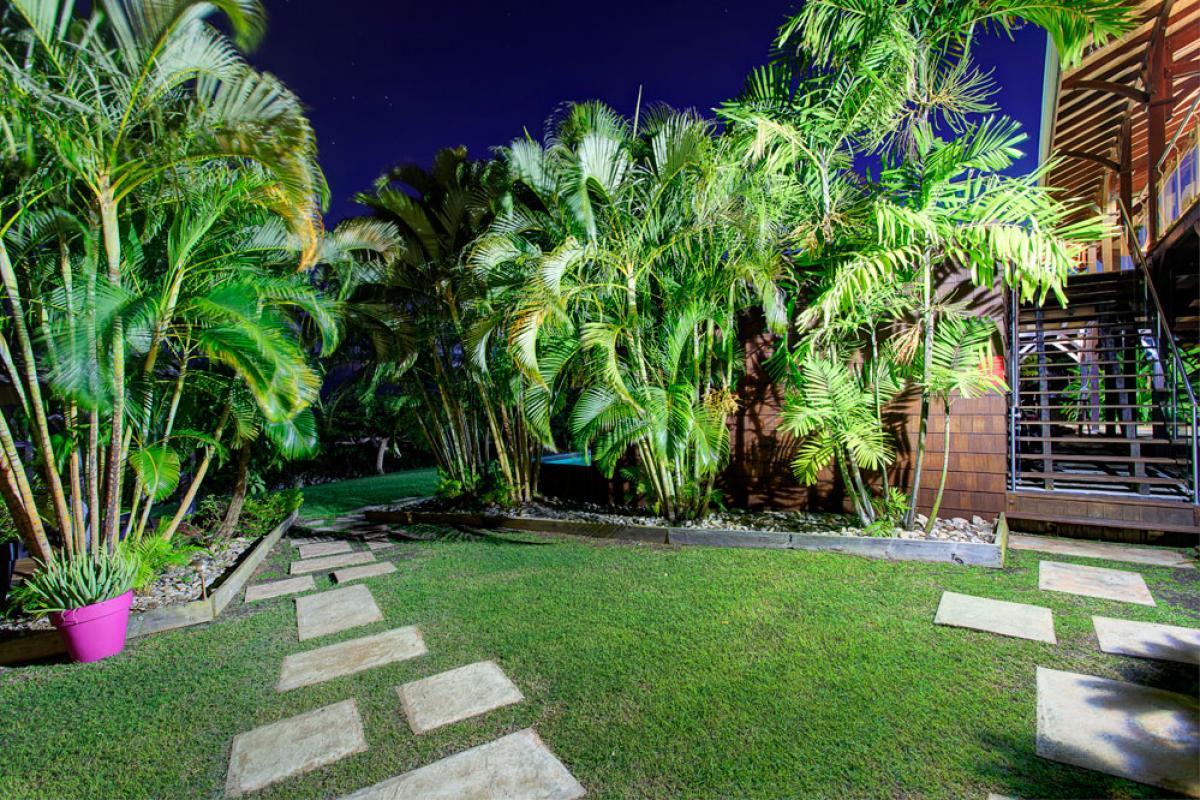 Villa de prestige vue mer avec piscine en Guadeloupe - Jardin de nuit