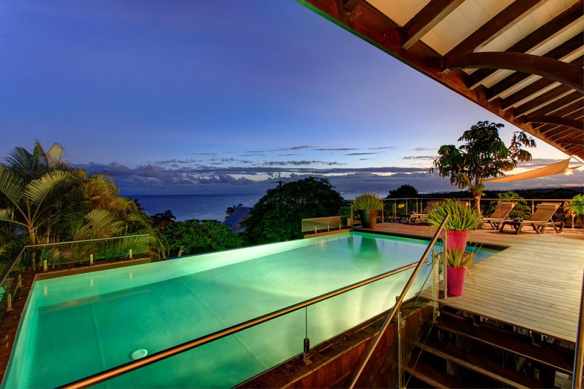 Villa de prestige vue mer avec piscine en Guadeloupe - La Piscine de nuit