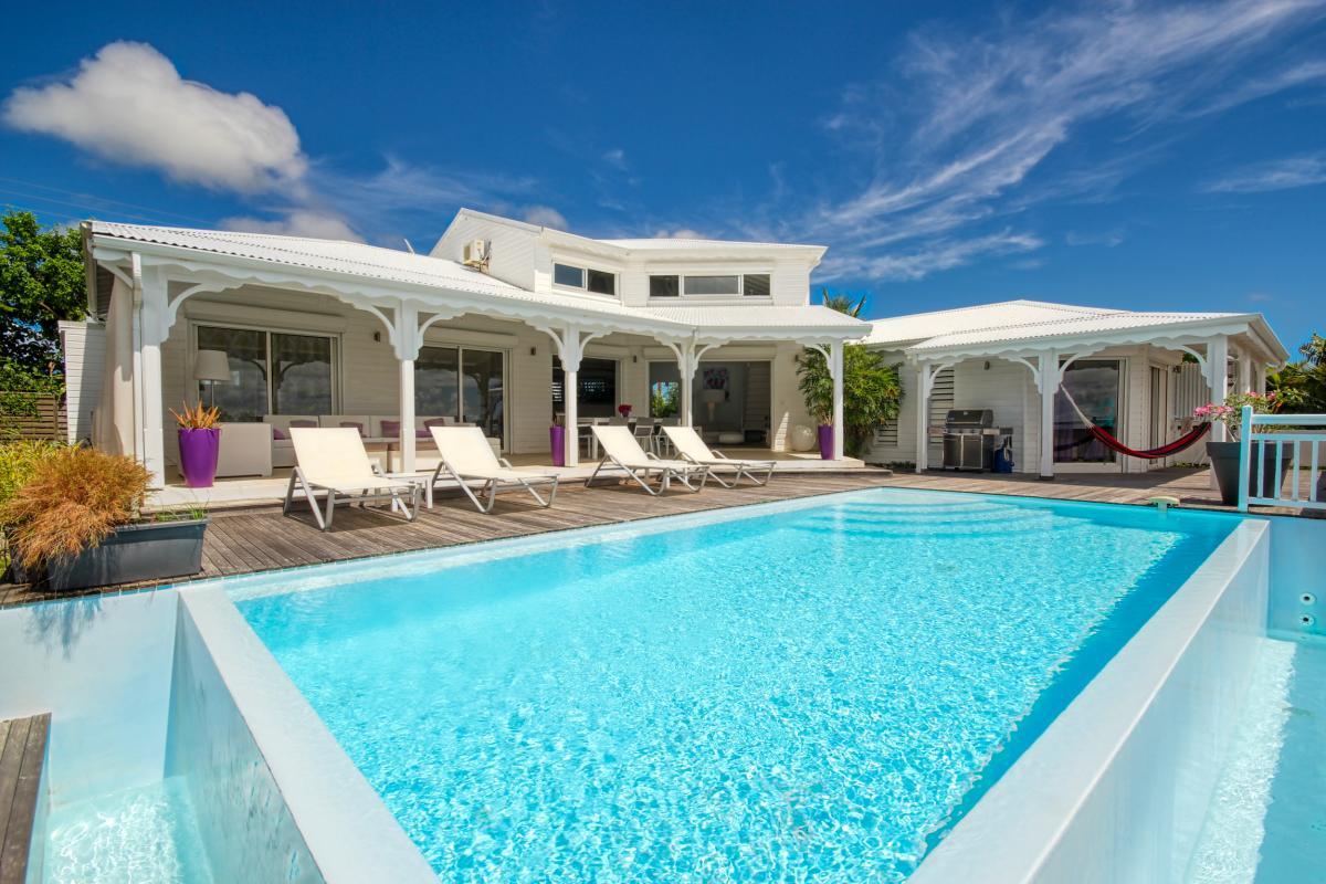 Villa vue mer 180° à louer en Guadeloupe - Vue d'ensemble