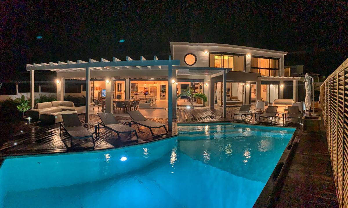 Villa de luxe 5 chambres pour 10 personnes avec piscine et vue mer à louer à Sainte Anne en Guadeloupe