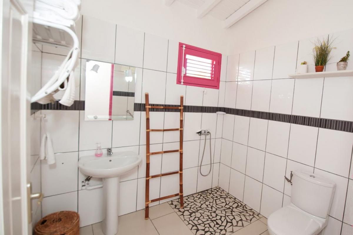 Villa en location avec jacuzzi - Salle de douche