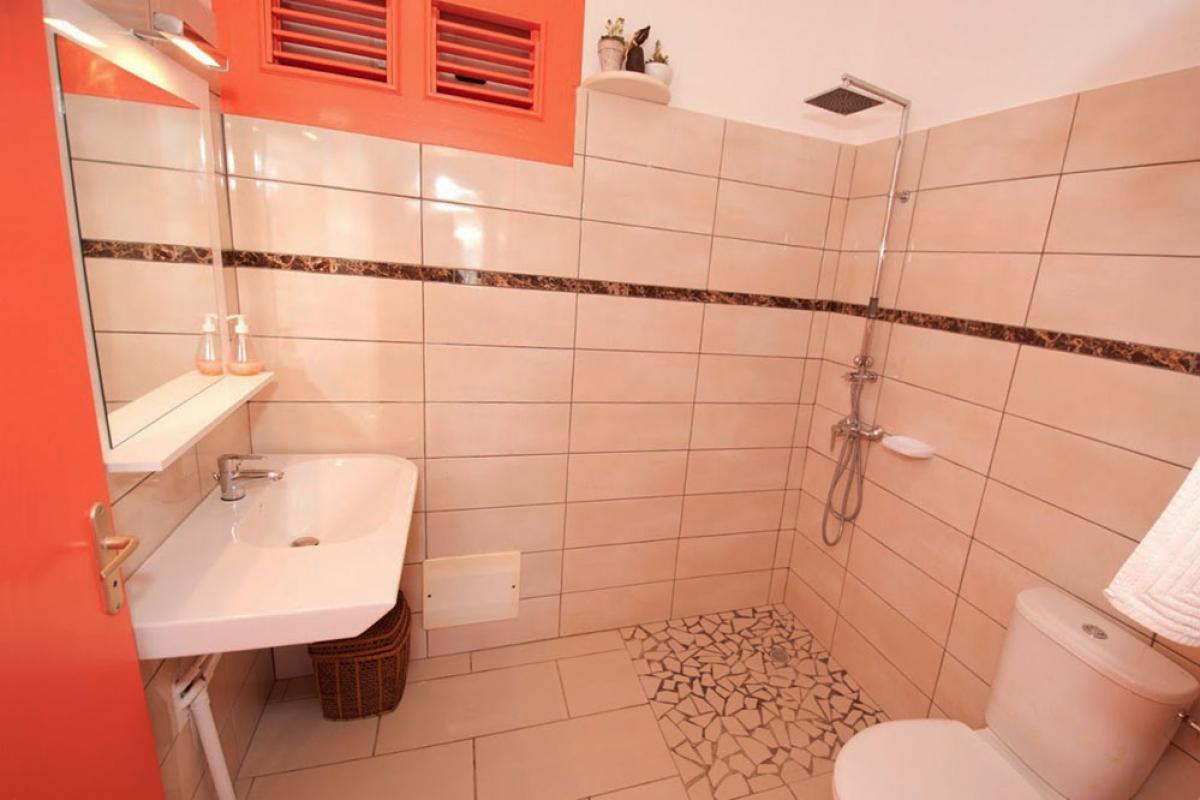 Location villa au charme créole - La salle de douche