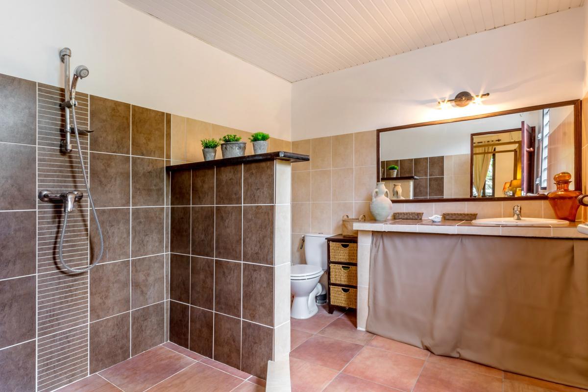 Location Villa de luxe Martinique Salle d'eau de la chambre 1