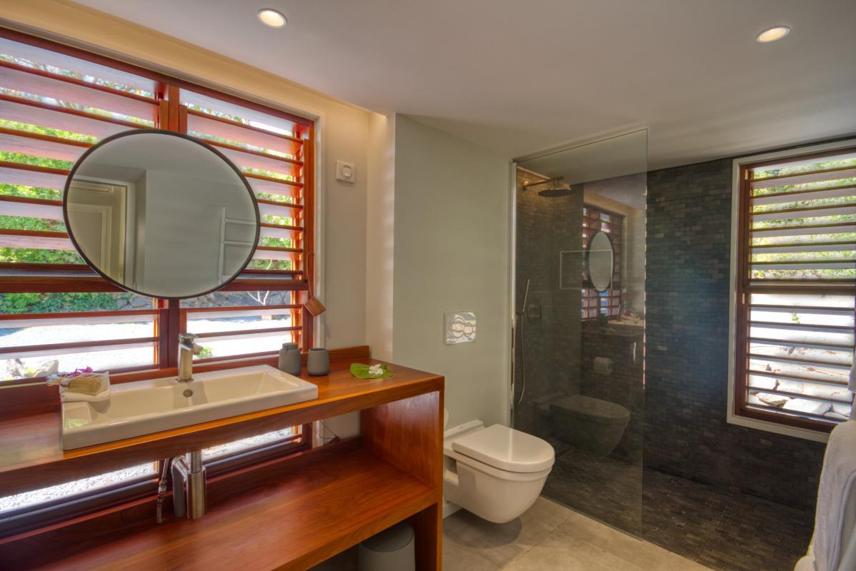 location villa de luxe martinique  salle d'eau chambre 2 bungalow