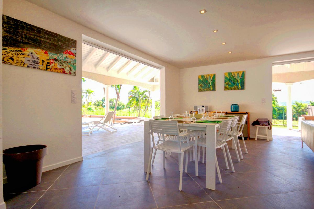 Location Villa de luxe Martinique Vue table salon
