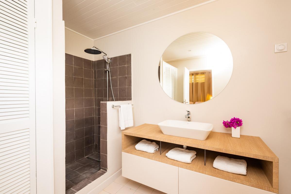 Location Villa de luxe Martinique salle d'eau