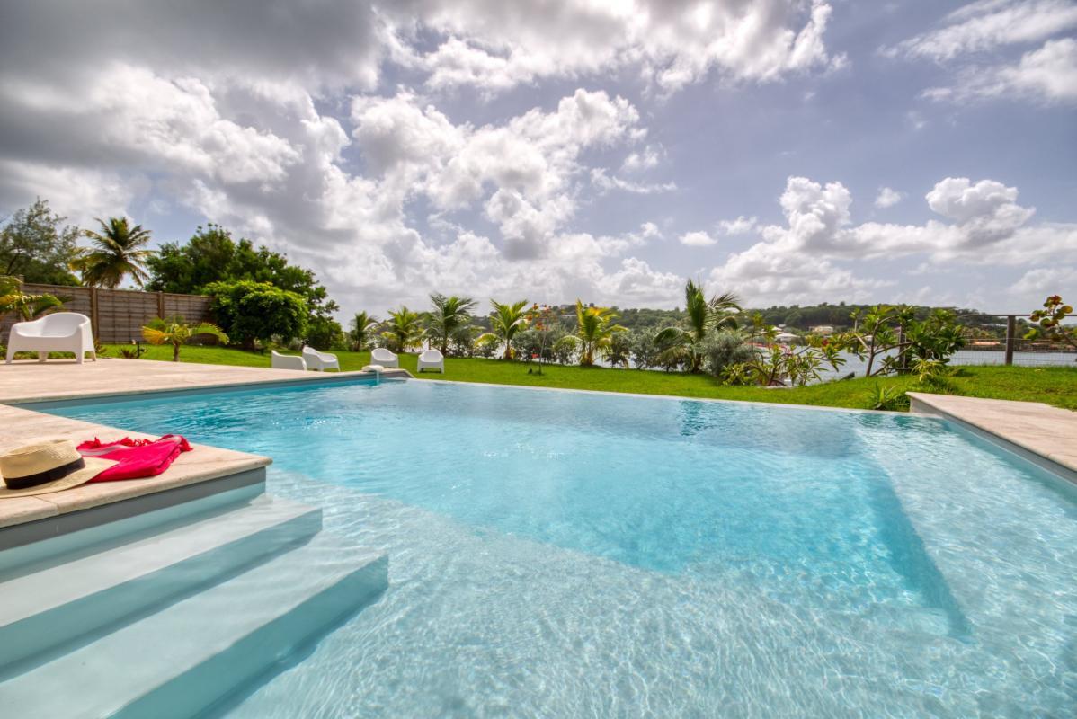 Location villa de luxe martinique au cap est avec piscine