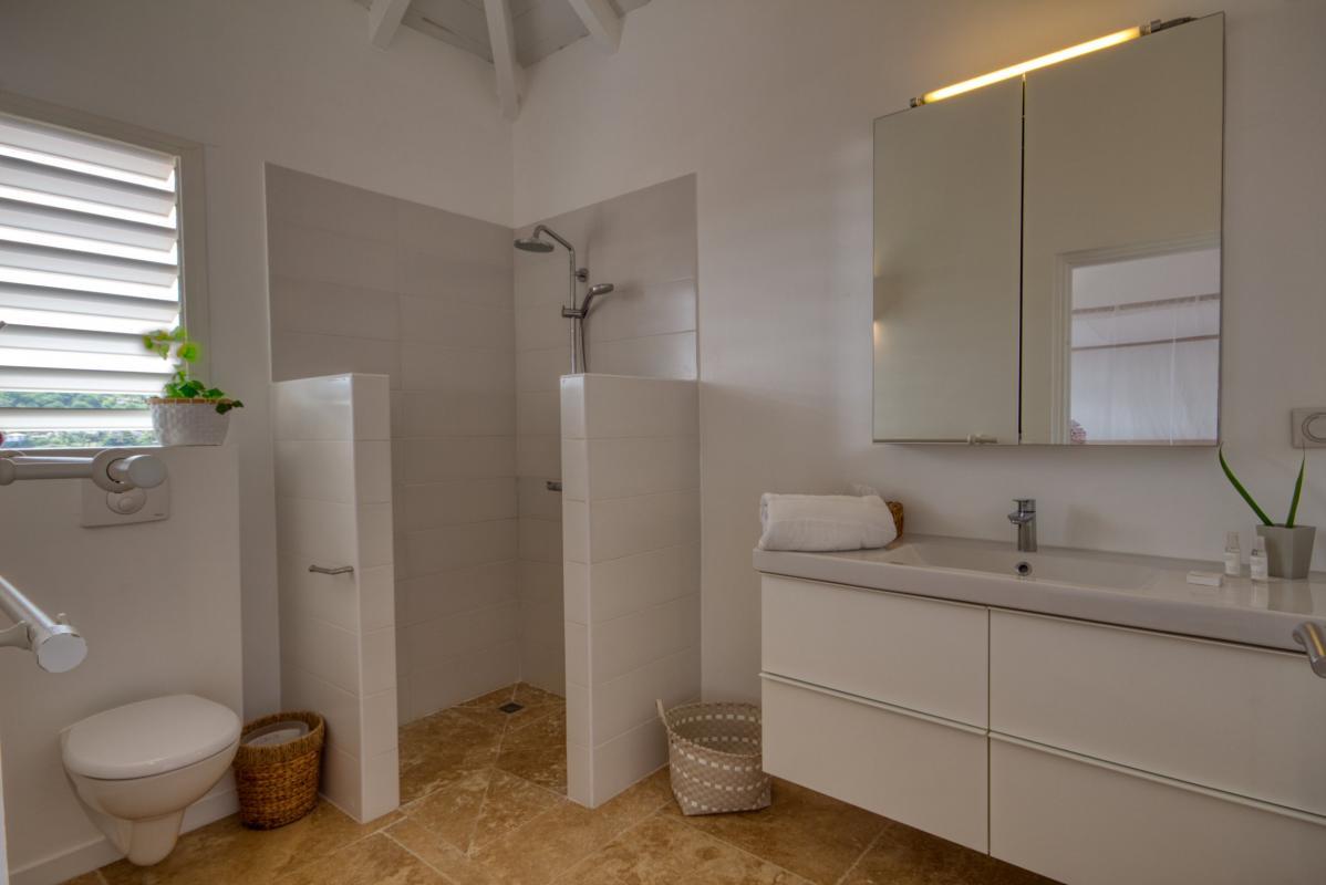 Location villa de luxe martinique au cap est - chambre étage 1 avec salle d'eau privative