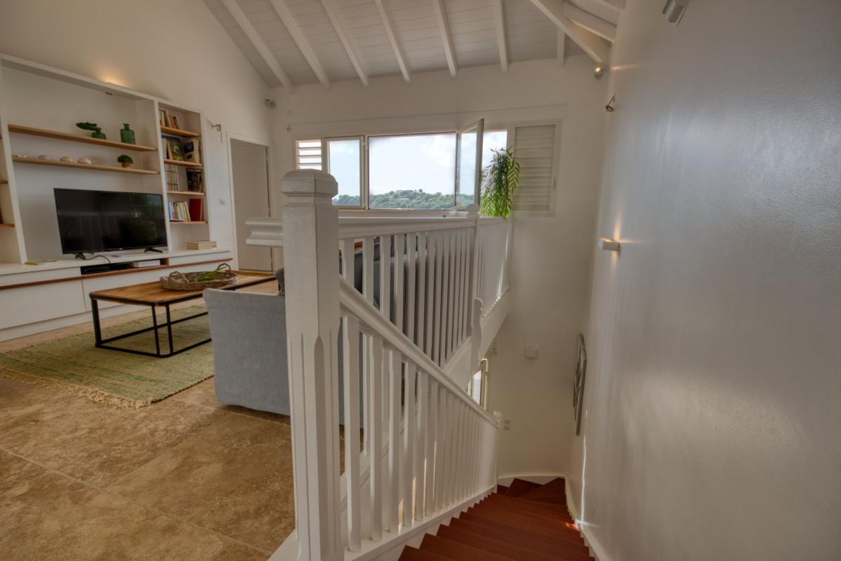Location villa de luxe martinique au cap est - salon étage avec télévision